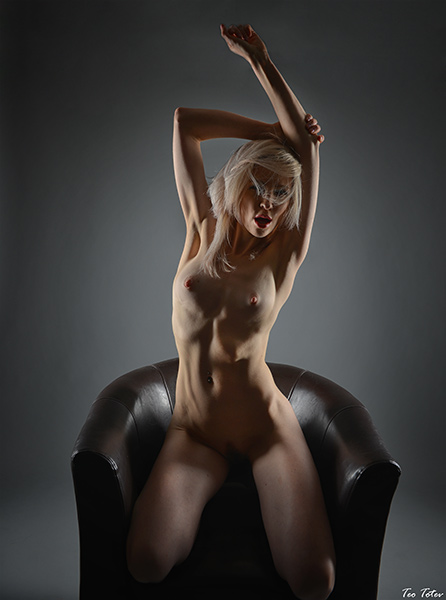 Sexy blonde posing in sofa completely naked without dresses but with mini bush