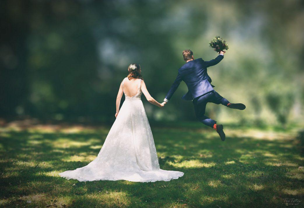 Wedding Jump out of joy